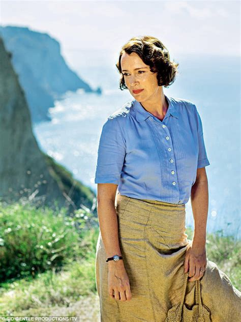 Celebrating the 1930s Casual Elegance of Louisa Durrell