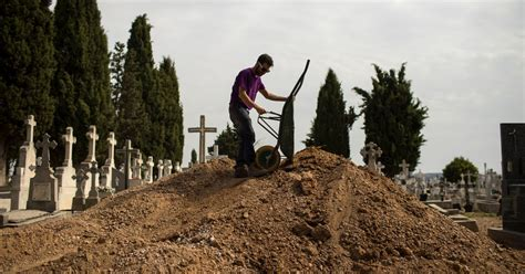 Archaeologists unearth mass grave from Spanish Civil War