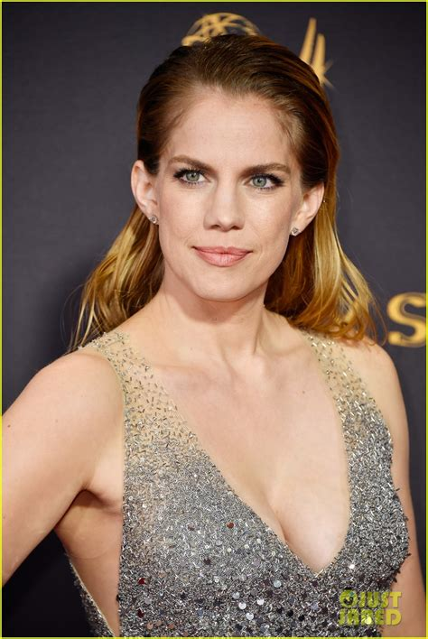 Veep's Anna Chlumsky Shines in Silver at Emmys 2017: Photo
