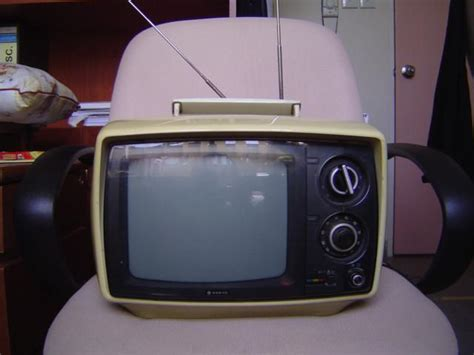 File:Early portable tv