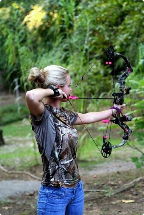 Hottest Girls of Bowhunting - LiveOutdoors