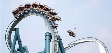 [Shocking] Accident on the roller coaster in Orlando park